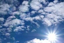 Licht hinter Wolken