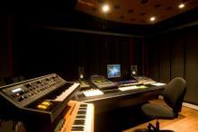 MIDI-Studio mit Logic Pro und diverser externer Klangerzeuger (u.a. Moog)